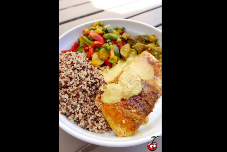 Recette de saumon mi cuit quinoa poivron creme coco par Caporal Cerise (caporalcerise.fr)