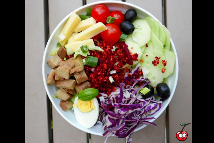 Recette de la salade de seitan et crudité par Caporalcerise (caporalcerise.fr)