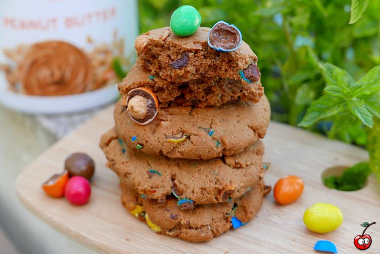 recette des cookies au peanut butter et m&m's par caporal cerise (caporalcerise.Fr)