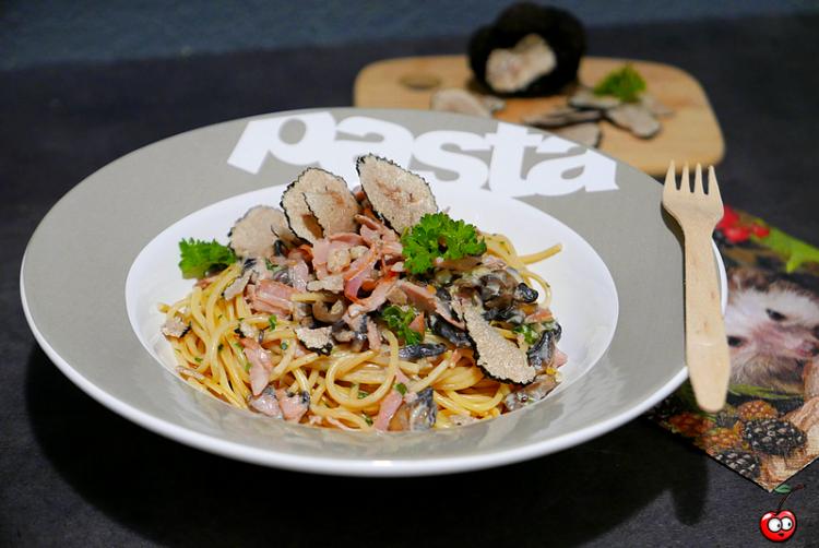 Spaghettis à la truffe, champignons et bacon par Caporal Cerise (caporalcerise.Fr)