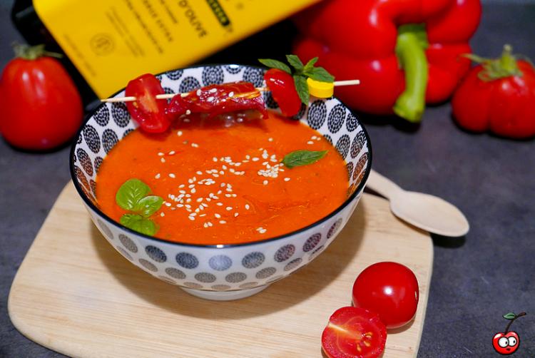 Recette de la soupe froide aux poivrons et tomates par caporal cerise (caporalcerise.Fr)