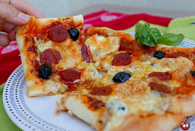 Pizza 4 fromages chorizo par caporal cerise (caporalcerise.fr)