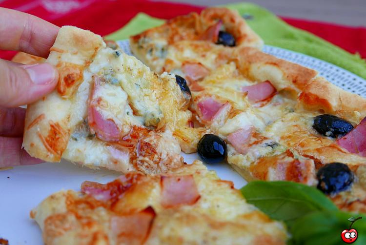 """Pizza """"ALlez les Bleus"""" au bleus et bacon par caporal cerise (caporalcerise.Fr)"""