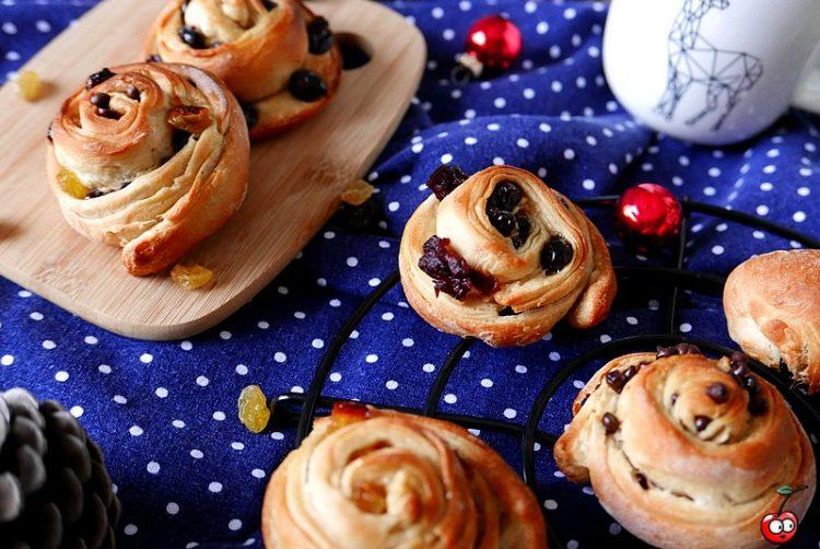 recette des escargots briochés (raisins , cramberries et chocolat) par caporalcerise (caporalcerise.Fr)