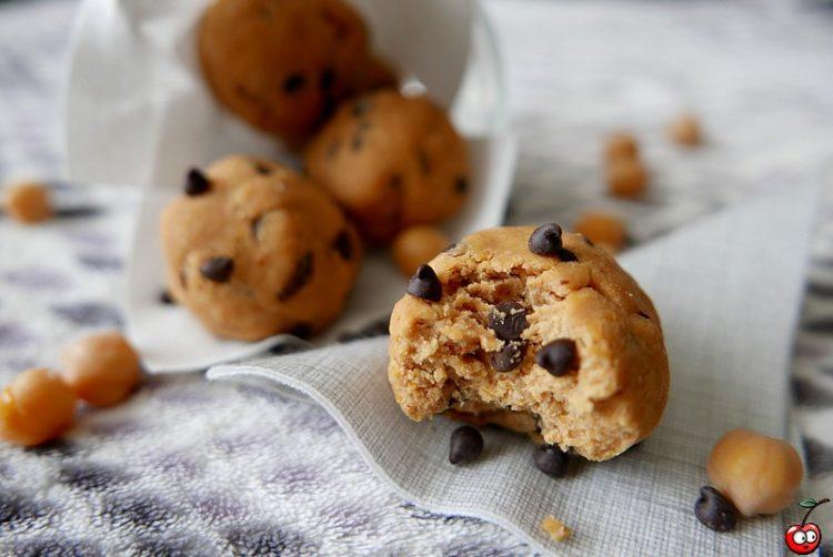 Recette des cookies dough balls vegan et raw par caporal cerise (caporalcerise.fr)