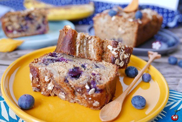 Banana bread aux myrtilles par caporalcerise (caporalcerise.fr)