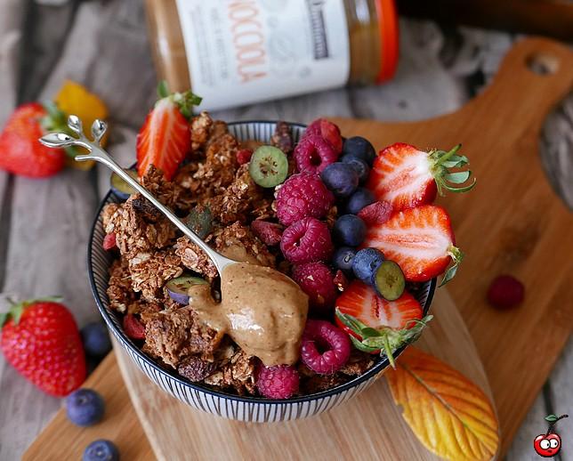 Recette du granola et bowl granola and fruits par caporal cerise (caporalcerise.fr)