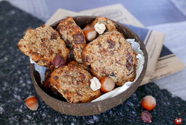 Recette des cookies à la noisette et à l'amande avec des pépites de chocolat par caporal cerise (caporalcerise.fr)