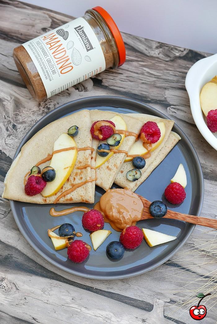 Recette des crêpes aux pommes et purée d'amande grillée amandino par caporal cerise (caporalcerise.fr)