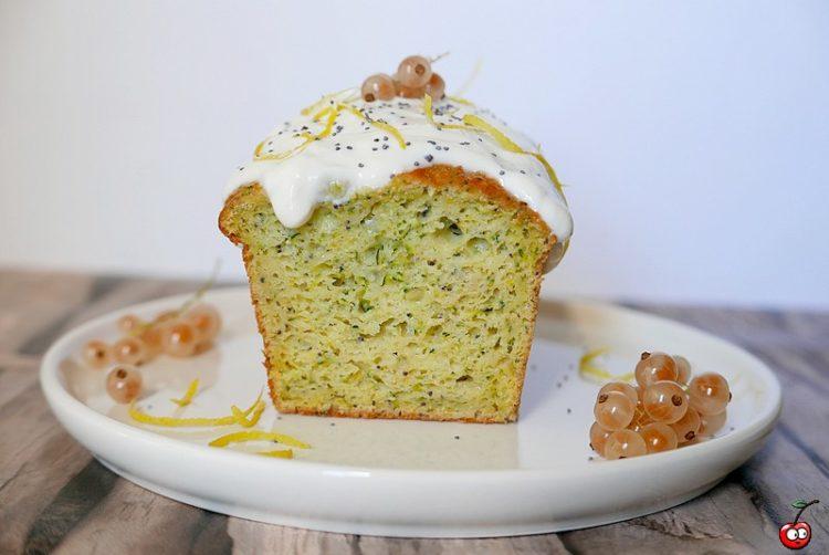 recette du cake moelleux courgette citron pavot par caporal cerise (caporalcerise.fr)